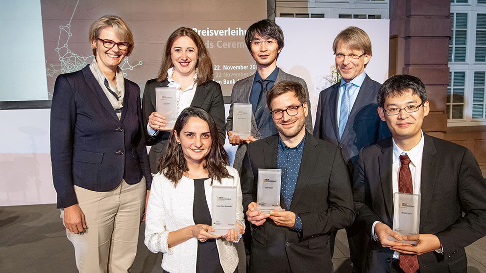 Sofja Kovalevskaja Award Winners in Berlin: Federal Minister of Education and Research Anja Karliczek, Milica Gašić, Kenji Fukushima, the Foundation's president Hans-Christian Pape (top row, fltr), Aydan Bulut-Karslioglu, Fritz Renner, Hitoshi Omori (front row, fltr). Not in photo: Paola Pinilla